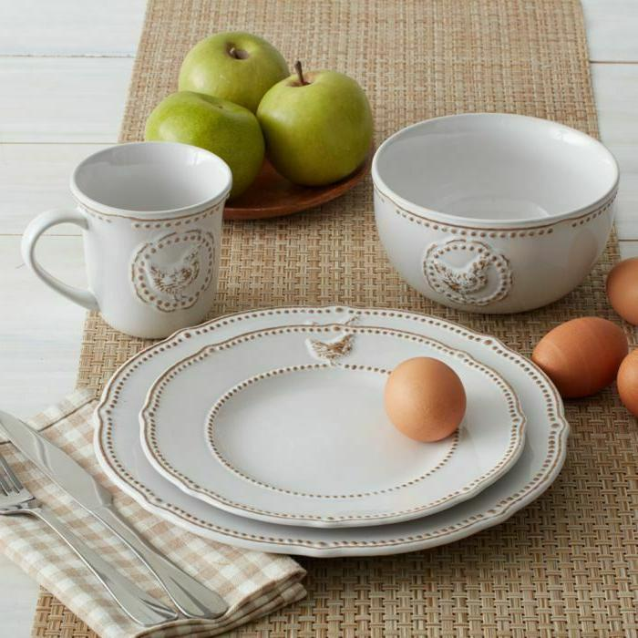 Pfaltzgraff Farmhouse Hen 32 Piece Brand New