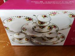ROYAL ALBERT OLD COUNTRY ROSES 12 PIECE DINNERWARE SET  NEW