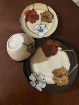 Pfaltzgraff Painted Poppies 4 Piece Dinner Plates Bread Plat