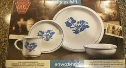 Vintage Pfaltzgraff Yorktowne 32-Piece Stoneware Dinnerware